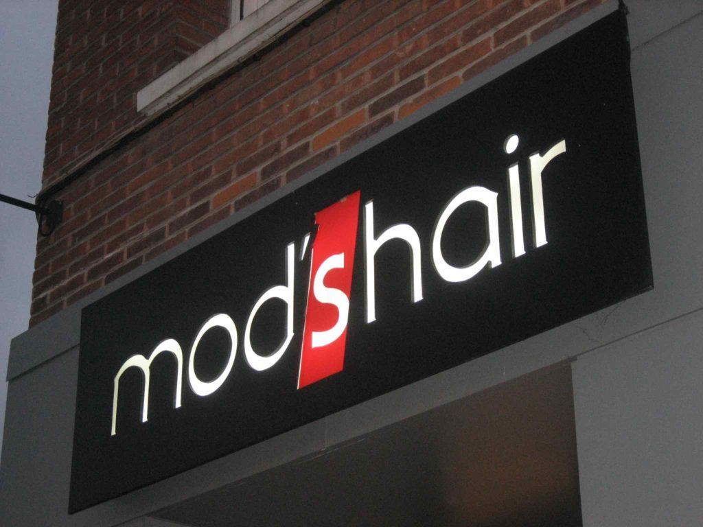 enseigne caisson lumineux mod'shair coiffeur hazebrouck