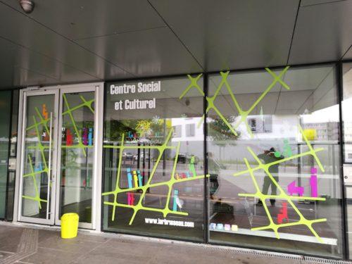 Lettrage vitrine centre social