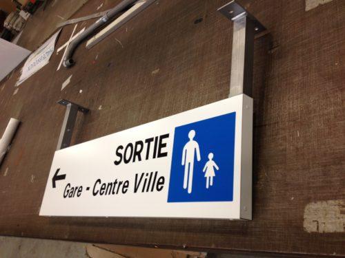 Petit panneau sortie gare centre ville