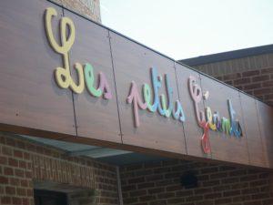 enseigne lettres découpées école, crèche, maternelle les petits géants