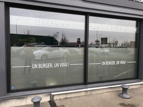 Vitre un burger un vrai !