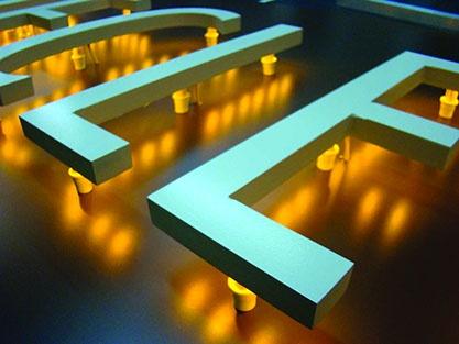 lettres découpées lumineuses
